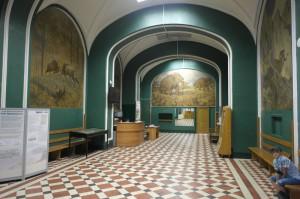 В холле музея